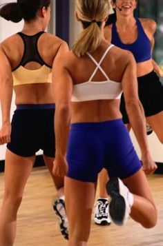 How to Do Double Lunges and Double Hill Digs in Aerobics - http://www.amazingfitnesstips.com/how-to-do-double-lunges-and-double-hill-digs-in-aerobics