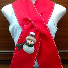 BN-009 -Bufanda navideña hecha en fleese para niños y adultos Felt Christmas Decorations, Christmas Art, Christmas Stockings, Christmas Sweaters, Fleece Scarf, Scarf Hat, Scarf Design, Arts And Crafts Projects, Crafts To Sell