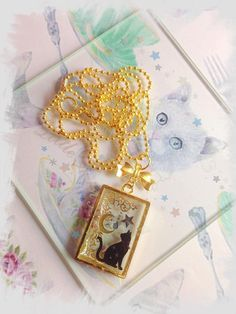 necklace with gold pendant in clear resin with uv cat japan ~ABOUT THIS PIECE~ ♥ resin uv ♥ stickers japan decoden ♥ Always gift wrapped ♥ ~A D D