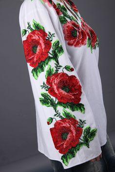 Вышиканка женская рубашка расшитая красными маками из бисера