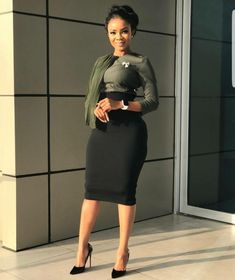 It's a new week! Step into this week looking all classy and chic in corporate wear. Classy Work Outfits, Business Casual Outfits, Cute Outfits, Office Outfits, Work Fashion, Fashion Outfits, Fashion Blogs, Workwear Fashion, Fashion Updates