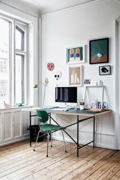Get the home office design you've ever wanted with these home office design ideas! Feel inspired by the unique ways you can transform your home office! Home Office Inspiration, Workspace Inspiration, Room Inspiration, Interior Inspiration, Office Ideas, Office Decor, Design Inspiration, Decorating Office, Office Themes