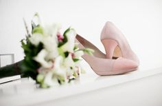 """""""yo tampoco quería zapatos de novia blancos, el resultado...un éxito!!"""" — con Jorge Larrañaga Zapatos jorgelarranaga.com #wedding #shoes #zapatos #novia #boda #piton #ante #moda #madeinspain #rosa"""