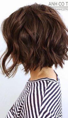 10 More Chic Wavy Bob Haircuts: #1. Razor cut wavy bob