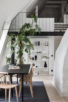 Jag är så stolt och glad att få läsa 9 sidor hemma-hos Lina, Jonas och Ilva i senaste Sköna Hem som jag och Mikael Lundblad har gjort tillsammans. Hemmet