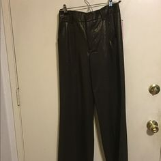 Woman pants Very beautiful woman pants. Made in USA. 64% polyester, 32 viscose, and 4 elastane. Have never been worn. Alice + Olivia Pants Trousers