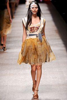 Vivienne Westwood Spring 2011 Ready-to-Wear Fashion Show - Juana Burga