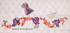 Toalha de Banho bordada em Ponto Russo, Borboletas - Facebook: Biartes Bordados