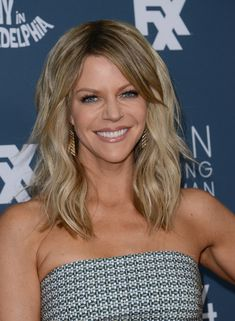 Kaitlin Olson Medium Wavy Cut with Bangs - Kaitlin Olson attended the premiere of 'It's Always Sunny in Philadelphia' wearing her hair in beach-chic waves.