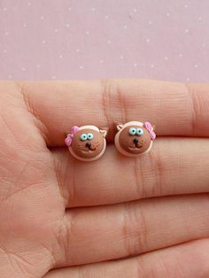 Siamese cat stud earrings created from polymer clay without molds or forms. The lenght of each earring is 1 cm. ❀ Because i make everything by hand, the item you receive may differ slightly than shown on the pictures. ❀ Price is for one pair of earrings. ❀ I ship the orders very quickly, in