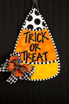 Halloween Front Doors, Halloween Door Hangers, Fall Door Hangers, Halloween Door Decorations, Halloween Home Decor, Halloween Signs, Fall Halloween, Halloween Crafts, Diy Halloween Wreaths