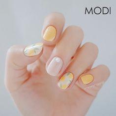Make an original manicure for Valentine's Day - My Nails Trendy Nail Art, New Nail Art, Lemon Nails, Yellow Nails, Super Nails, Nagel Gel, Flower Nails, Nail Manicure, Spring Nails