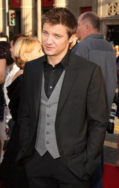 """https://flic.kr/p/6NHqtw   Jeremy Renner   Jeremy Renner at the premiere of """"Inglourious Basterds,"""" held at Grauman's Chinese Theatre in Hollywood on August 10, 2009. (Getty Images)"""