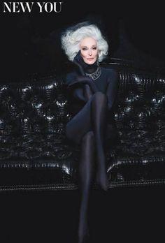 """Carmen, la #TopModel che non si rassegna. La top model incarna una promessa di vecchiaia """"non rassegnata"""", in primis per le primissime generazioni che si avviano a diventare massivamente centenarie, grazie ai suoi bianchissimi e soffici capelli bianchi, il candore della pelle, la profondità dello sguardo e le membra lunghe e affusolate. http://www.ilsitodelledonne.it/?p=15766"""