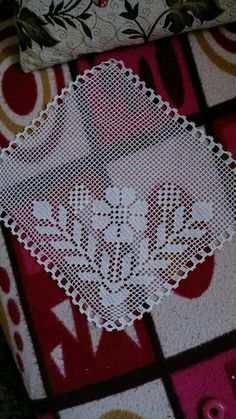 This Pin was discovered by Sey Vintage Crochet Patterns, Doily Patterns, Crochet Designs, Knitting Patterns, Crochet Dollies, Crochet Flowers, Crochet Lace, Crochet Stitches, Crochet Placemats