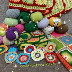 Birikmiş işler fotoğrafı  yeşilli battaniyeyi bitirme zamanı  #crochetblanket #colorfulcrochet #colors #crochetsquare #crochetaday #crochetersofinstagram #elemegim #örgü #örgübattaniye #grannysquare #grannysquares #virka #häkeln #instacrochet #yarnartjeans by ozlmdemrkut