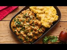 Piept de pui cu sos de smantana usturoi si patrunjel - YouTube Sweets Recipes, Cooking Recipes, Desserts, Broccoli, Foodies, Food And Drink, Yummy Food, Make It Yourself, Dinner