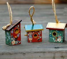 55 Trendy painting bird houses ideas folk art Source by Bird Houses Painted, Decorative Bird Houses, Bird Houses Diy, Tole Painting, Painting On Wood, Birdhouse Craft, Bird Boxes, Wood Crafts, Folk Art