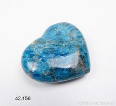 Coeur Apatite bleue de Madagascar 5,3 x 4,5 x 1,6 cm d'épais. Pièce unique 75 grammes Cordon En Cuir, Madagascar, Unique, Carnelian, Angel Wings, Angels, Crystals