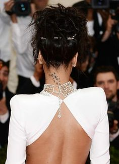Rihanna's updo / Met Gala 2014.