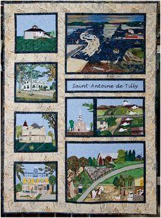 """Magnifique courtepointe fabriquée par les femmes du Cercle de fermières de St-Antoine-de-Tilly. La courtepointe: """"Et du fleuve jusqu'à la fin des terres"""", illustre les milieux agricole et maritime ainsi que des exemples distinctifs du patrimoine bâti de St-Antoine-de-Tilly"""