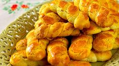 Greek Sweets, Greek Desserts, Greek Recipes, Melomakarona Recipe, Koulourakia Recipe, Easter Recipes, Snack Recipes, Dessert Recipes, Cooking Recipes