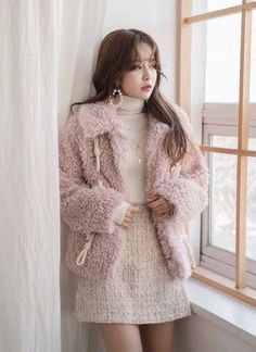 Faux Fur Duffle Jacket, You can collect images you discovered organize them, add your own ideas to your collections and share with other people. Ulzzang Fashion, Kpop Fashion, Cute Fashion, Fashion Outfits, Street Fashion, Girly Outfits, Classy Outfits, Casual Outfits, Cute Outfits