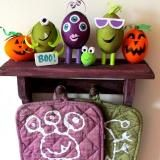 Linked to: suzyssitcom.com/2012/09/monster-shelf-and-potholders-made-with-rit-dye.html