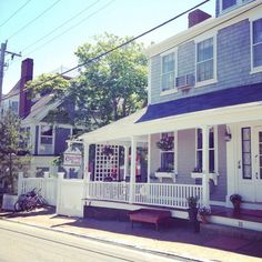 Classic independent Nantucket bed and breakfast. Historic, authentic, charming, in the heart of Nantucket Island within walking distance to the beaches and the town. http://www.centuryhouse.com