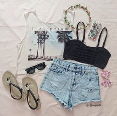 This outfit is pretty much perfect for summer! I have to get this in my life.