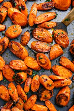 With both sweet and savory options, these roasted carrots make a great side to any meal! These carrots come out perfectly caramelized and tender every time. Carrots In Oven, Oven Roasted Carrots, Cooked Carrots, Balsamic Carrots, Carrots Side Dish, Glazed Carrots, Roasted Potatoes, Carrot Recipes, Recipes
