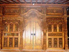 Indonesian woodcarving craftmanship : Kudus door