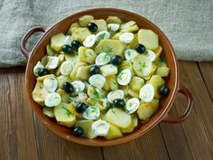 oeuf, huile, pomme de terre, morue, bouquet garni, vin blanc sec, oignon, ail, persil