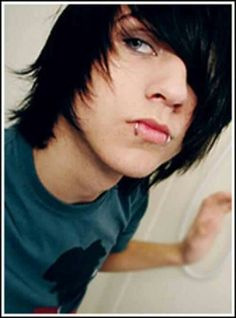 i think he is so hoooot Scene Boys, Emo Scene, Cute Emo Guys, Alex Evans, Emo People, Beautiful Black Hair, Scene Outfits, Types Of Guys, Emo Hair