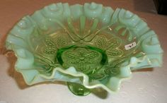 JEFFERSON Glass MEANDER GREEN OPALESCENT carnival RUFFLED Footed BOWL