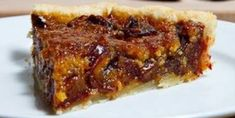 MEDJOOL DATE PECAN PIE 4 cup brown cup stick) unsalted butter, cup light corn cup maple teaspoon vanilla teaspoon of pie cups soft Medjool dates, pitted and coarsely cup coarsely chopped pecans Köstliche Desserts, Delicious Desserts, Dessert Recipes, Sweet Pie, Sweet Tarts, Pie Dessert, Eat Dessert First, Date Recipes, Sweet Recipes