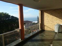 Rayvin 7 - Rayvin 7 is a two-bedroom self-catering apartment, situated in an upmarket and well-maintained complex.  The complex is a mere 50 m stroll to Ramsgate main beach, which is popular for its tidal pools and ... #weekendgetaways #margate #southafrica