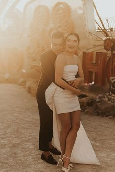 """This bride's mini wedding gown was perfect for her Vegas """"I do's"""" 