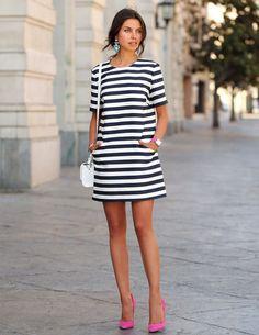 6 motivos que vão te convencer de que o vestido listrado é a aquisição mais certeira do inverno ao verão.