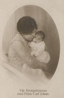 Crown Princess Margaret of Sweden with son, Prince Carl Johann. Princess Louise, Princess Margaret, Prince And Princess, Victoria Family Tree, Louise Mountbatten, Kingdom Of Sweden, Queen V, Royal Families Of Europe, Victoria Reign