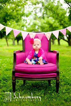 1 year old photo session. Love Love Love. Maybe no banner though. I love the chair!