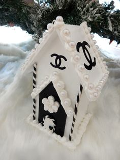 "CHANEL INSPIRED WOOD HOUSE OF CHANEL CHRISTMAS DISPLAY ORNAMENT 9 "" TALL PEARLS CC"