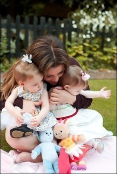 Lisa Marie Presley with her twins Harper Vivienne Ann Keough and Finley Aaron Love born Oct. 7th, 2008. Twins run on both sides of family. Elvis had a still born brother and Priscilla has brothers who are twins !