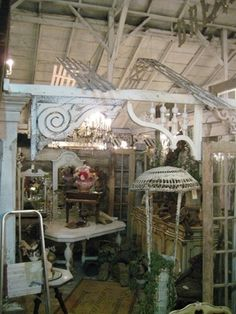 love the trellis arches at the top, faking a ceiling. I have that wicker standing lamp on my porch…a keeper from my mom!