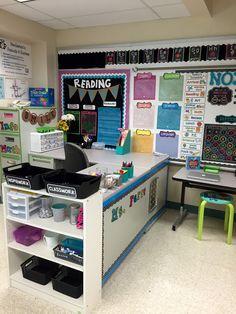 Back to School, Classroom Reveal, and a FREEBIE! Teacher Desk Areas, Teacher Desk Organization, Teacher Desks, Teacher Stuff, Teacher Tips, Organizing, Organization Ideas, Middle School Classroom, Future Classroom