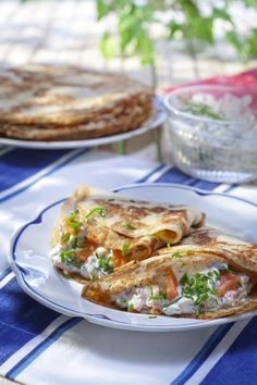 Lohitäyte muurinpohjaletuille ~ I'm not sure what this dish is, I have Pinned it from a Finland board. It looks delicious. It's probably crepes, but also looks like lefsa. -Looks like a good research project! Crepes, Veggie Recipes, Great Recipes, Easy Cooking, Cooking Recipes, Swedish Cuisine, Viking Food, Waffles, Scandinavian Food
