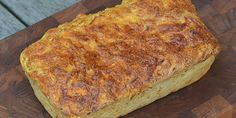 Dejligt hjemmebagt franskbrød med gulerødder, der giver en god smag og sikrer en saftig krumme.