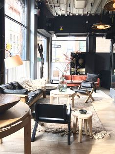 The loft living space at Roman and Williams Guild in NY is stunning! Store Interiors, Hotel Interiors, Dark Interiors, Minimalist Interior, Minimalist Living, Roman And Williams, Commercial Interior Design, Living Spaces, Living Room