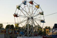 vintage Ferris wheel Fair Rides, Carnival Rides, Circus Party, Ferris Wheel, Childhood Memories, Park, Fun, Gardening, Travel