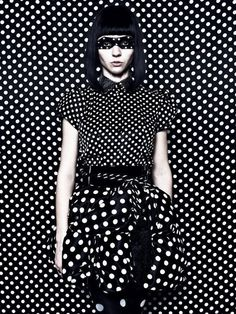 Black and White, Dots